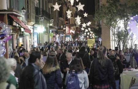 Die Weihnachtsbeleuchtung sorgt jedes Jahr für eine besondere Shopping-Atmosphäre in Palma.
