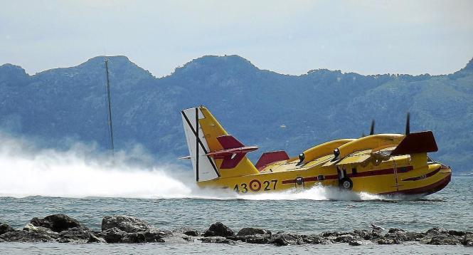 Landung eines Wasserflugzeugs.