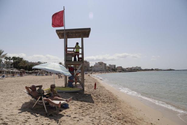 Baden verboten am Strand von Ciutat Jardí.