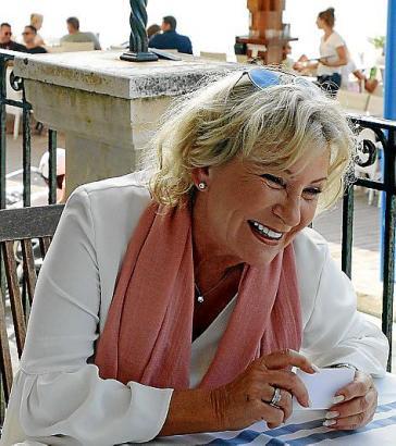 """""""Meine Memoiren schreiben? Das hat noch Zeit!"""", lacht die TV-Lady. Von 1987 bis 1997 war Sabine Christiansen Redakteurin bei ARD-aktuell und Moderatorin der Tagesthemen. Von 1998 bis 2007 moderierte sie in der ARD die nach ihr benannte Talkshow."""