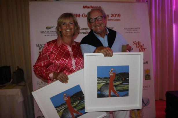 Die stolzen Bruttosieger der 15. MM-Golftrophy: Jutta Roth und Eckehardt Wallscheid.