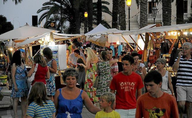 Der Kunsthandwerkermarkt ist besonders bei Touristen beliebt.