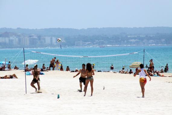 An der Playa de Palma machen sich viele Lokale Konkurrenz.