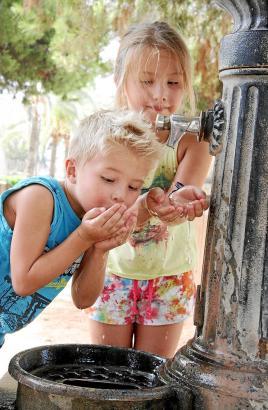 In Palma gibt es an mehreren Stellen solche Brunnen, aus denen Trinkwasser fließt.