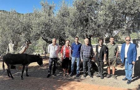 Esel, Lokalpolitiker und Olivenbauern am Mittwoch in Deià.