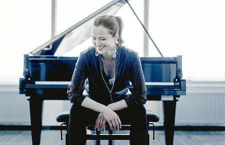 Dora Deliyska stammt aus Bulgarien und lebt in Berlin.