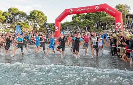 Der Triathlon zieht Sportler aus aller Welt an.