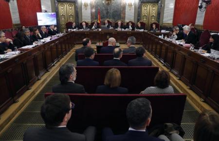 Zwölf Katalanen stehen in Madrid vor Gericht.