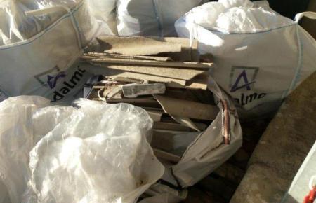 Säcke mit Zementblöcken voller Asbest in Alaró.