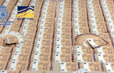 Die Bande brachte gefälschte 50-Euroscheine in Umlauf.