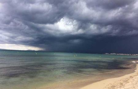 Bedrohliche Wolken über Mallorca.