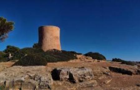 Der Wehrturm von Cala Pi.