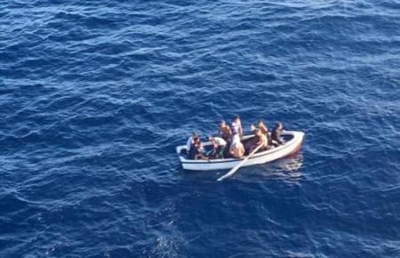 """Eine sogenannte """"Patera"""" im Mittelmeer."""
