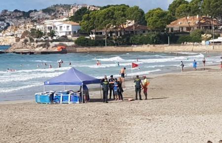 Rettungsschwimmer und Notärzte versuchten vergeblich, den 45-Jährigen wiederzubeleben.