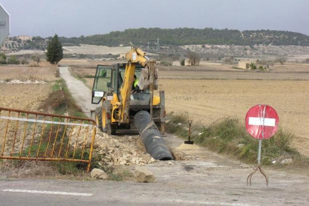 Verlegung einer Wasserleitung auf Mallorca.