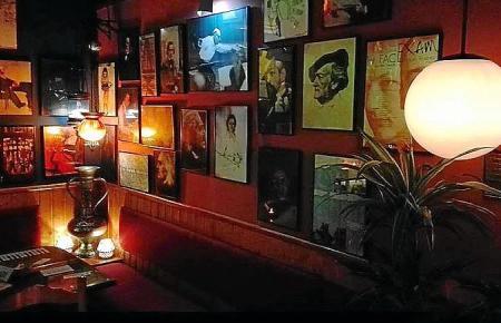 """Palmas erster Dönerladen """"Ca's Music"""" schließt nach 20 Jahren. Die Betreiber stammen aus dem Showbusinnes und verkaufen am Mittwoch das Interieur als Souvenir für Fans."""