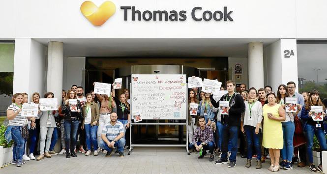 Mitarbeiter von Thomas Cook protestierten am Dienstag vor der Zentrale in Palma de Mallorca.