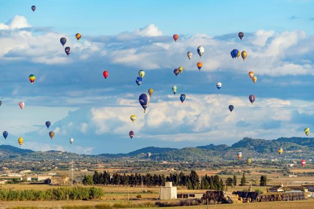 Ein buntes Spektakel: die Ballons über Mallorca.