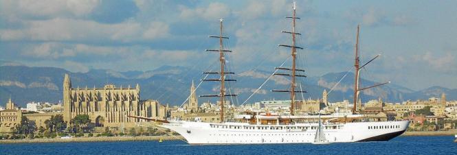 """Die """"Sea Cloud"""" im Hafen von Palma."""