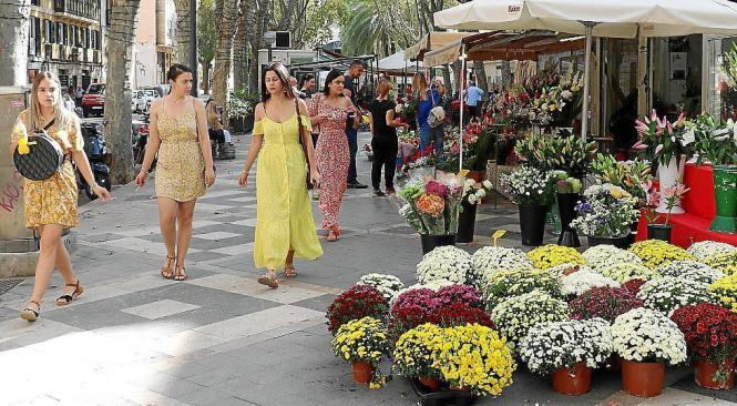 Passanten auf der Blumen-Rambla.