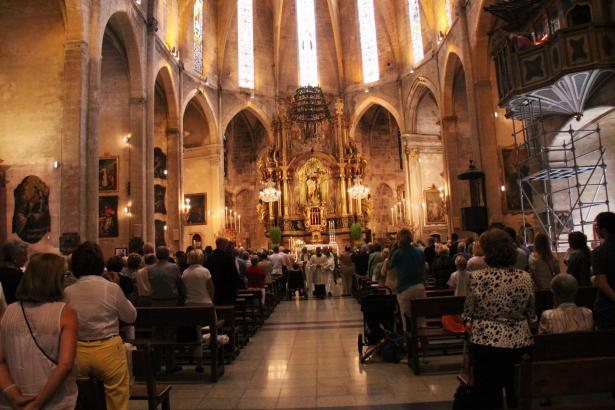 Innenraum der Kirche Santa Cruz in Palma.