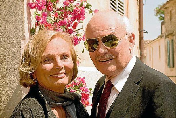 Verstehen sich gut: Agnes Berg (Ruth Maria Kubitschek) und Richard Gutmann (Charles Brauer).