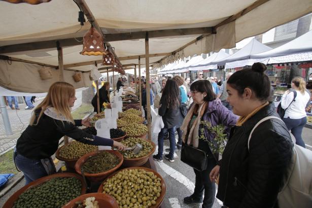 Der Dijous Bo, Mallorcas größter Markttag, lockt regelmäßig über 100.000 Menschen an.