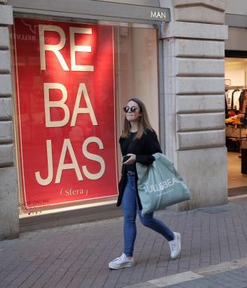 Der gefühlte Dauerzustand der Schlussverkäufe ist für den Einzelhandel ein gravierendes Problem.