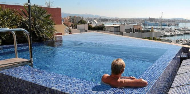 Dachpool in Hafennähe in Palma de Mallorca.