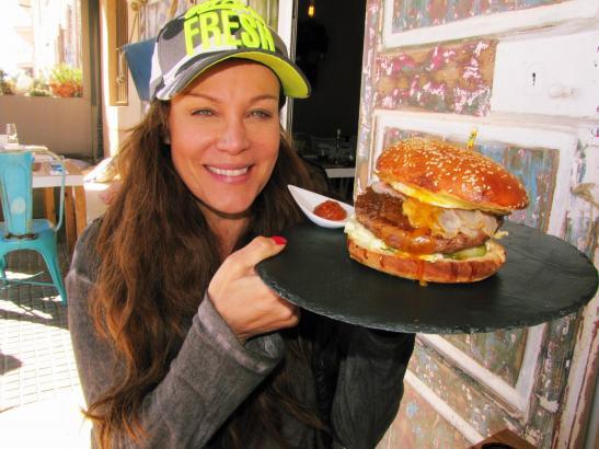 Als Sonja Kirchberger mit ihrem Restaurant in Molinar startete, war sie unter anderem stolz auf einen mit viel Liebe zum Detail kreierten Hamburger.