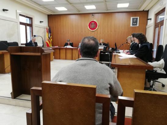 Der Angeklagte des Waldbrandes 2013 steht vor Gericht.