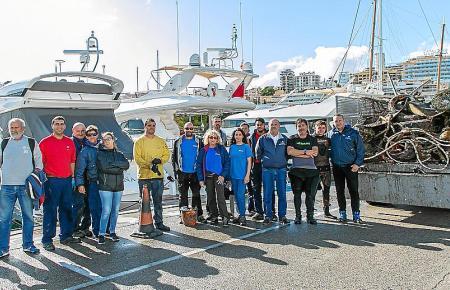 8000 Kilo Müll zogen zehn Taucher mithilfe von Freiwilligen aus Palmas Hafenbecken.