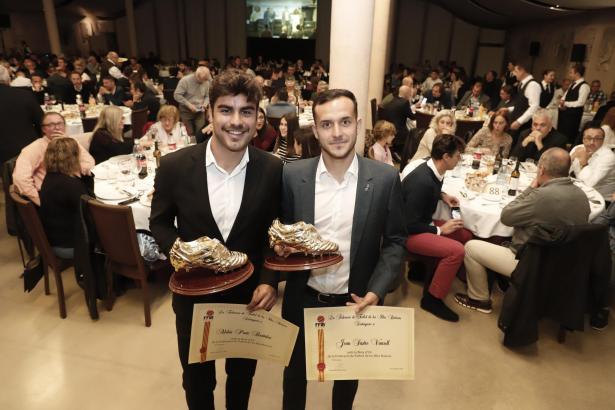 Abdón Prats (l.) und Joan Sastre erhielten den Goldenen Fußballschuh.