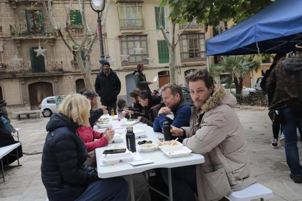 "Kurze Verschnaufspause beim Dreh der zweiten Staffel der BBC Serie ""The Mallorca Files"" Files"