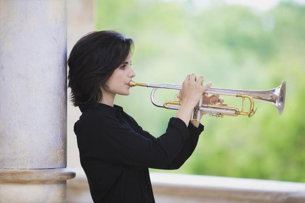 Andrea Motis ist Sängerin und spielt Trompete.