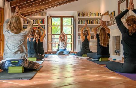 Mallorca hat sich zu einem wahren Hotspot für Retreats entwickelt. Yoga ist besonders beliebt.