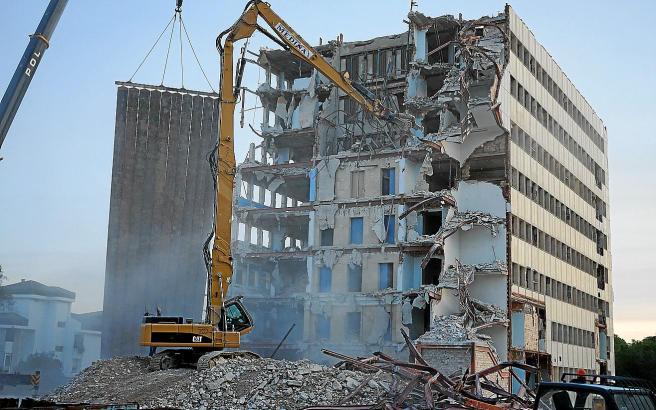 Das Mutter-Kind-Gebäude des alten Krankenhauses Son Dureta in Palma ist einer der letzten Teile, der abgerissen wird.