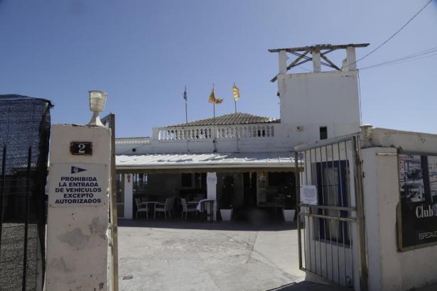 Blick auf das Restaurant im Molinar-Hafen.