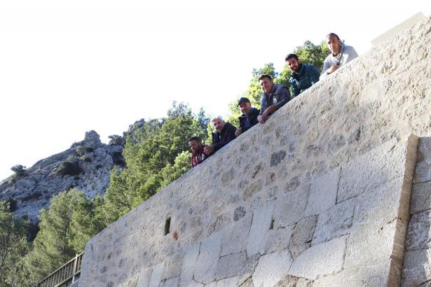 Die wiedereröffnete Trockensteinmauer an der Straße nach Lluc.