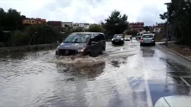 Überschwemmte Straßen nach Wolkenbruch auf Mallorca.