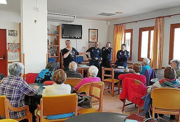 Etwa 50 Senioren kamen zu den Infoverstaltungen der Polizei.