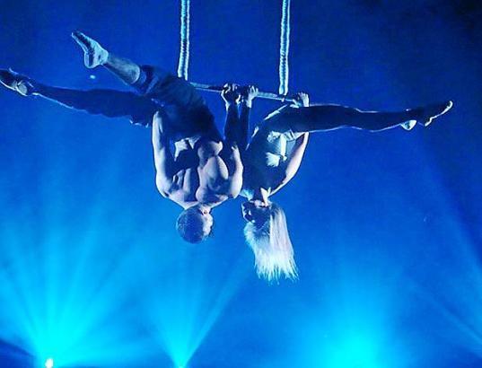 Das Programm des Circo Alegría bietet spektakuläre Showelemente.