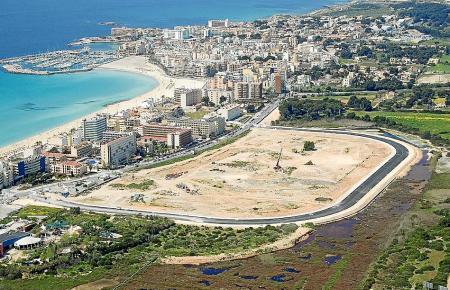 Der Betreiber behaart auf dem Bau des Einkaufszentrums in Ses Fontanelles