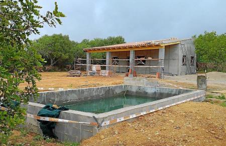 Diese Konstruktion auf dem Gemeindegebiet von Algaida musste 2016 gestoppt werden.