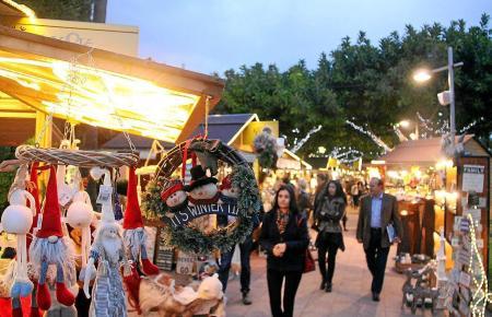 Auch auf Mallorca gibt es romantische Weihnachtsmärkte wie hier in Puerto Portals. Dort fällt der Startschuss in diesem Jahr am Mittwoch, 18. Dezember.