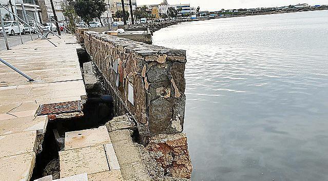 Die marode Uferpromenade in Cala Gamba soll für 185.000 renoviert werden.