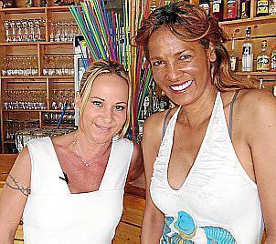 """Nadel mit ihrer Ex-Arbeitgeberin Marion Pfaff von """"Krümels Stadl""""."""