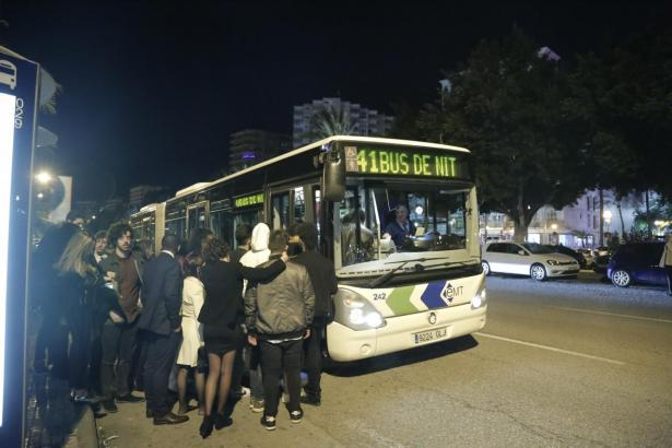 Die Nachtbusse fahren auch Weihnachten und Silvester.