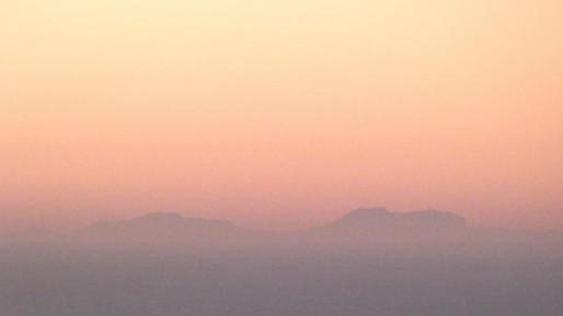 Der Wetterfotograf Xavi Cabo lichtete die Konturen des Tramuntana-Gebirges vom spanischen Festland aus ab.
