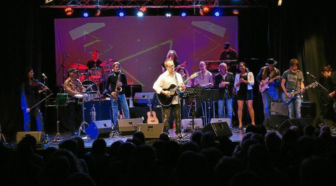 Willi Meyer rockte mit Band und Gästen die Bühne der Sala Dantein Palma.